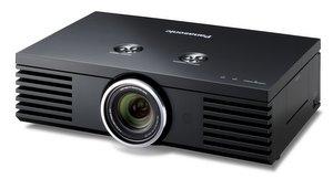Anschlussfreudiger HD-Beamer: Panasonic PT-AE 3000