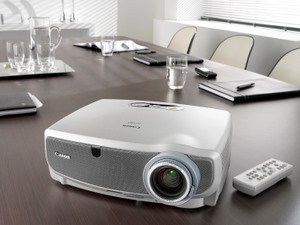 canon-lv-7365-business-beamer (Foto: Canon)