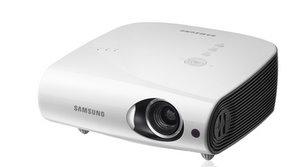 Gute Ausstattung: Samsung SP-L335W Business Beamer