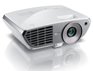 Günstig und hochaufgelöst: Benq W1060 Full HD Heimkino Beamer