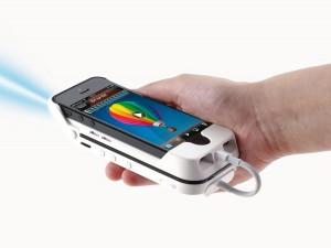 Mit dem Aiptek i55 wird das iPhone zum Beamer